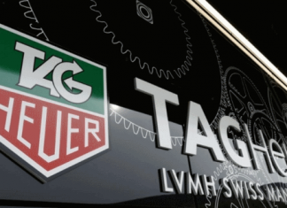 Умные часы TAG Heuer